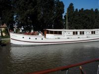 French Luxury Barge Vacation - River Yacht ROI SOLEIL in the South of France - Contact ParadiseConnections.com
