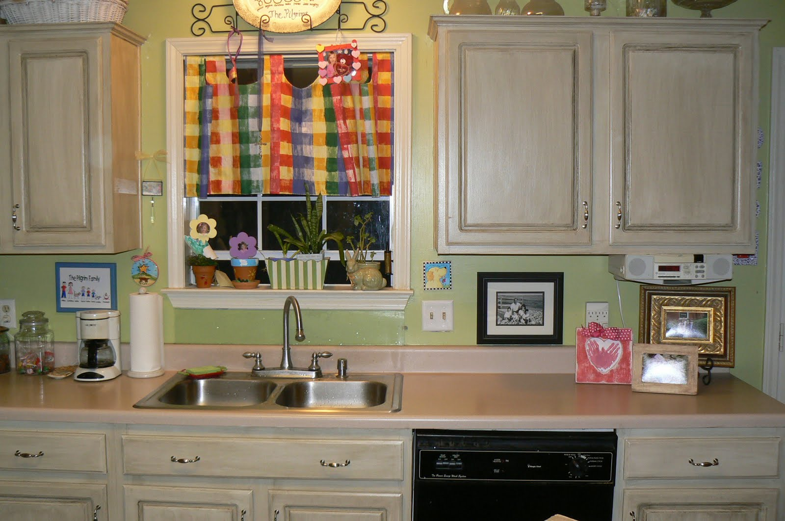 My 4littlepilgrims: Painted and Glazed Kitchen Cabinets