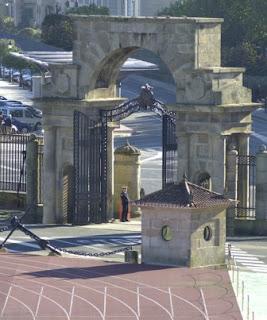 ... arquitecto Antonio de Cominges y construída en el año 1943 y frente a  la cual se encuentra la isla de Tambo. Normalmente el buque escuela Juan  Sebastián ... 919644a5cac3