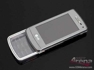 The+handset+looks+pretty+cool+despite+its+all-plastic+construction.jpg