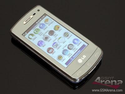 The+handset+looks+pretty+cool+despite+its+all-plastic+construction+3.jpg
