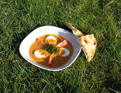 Linsen-Curry mit Eiern und Tomaten