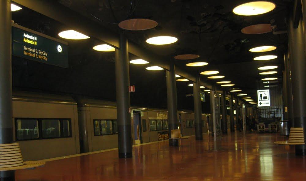 Bahnsteig Arlanda Express am Flughafen Arlanda, Stockholm