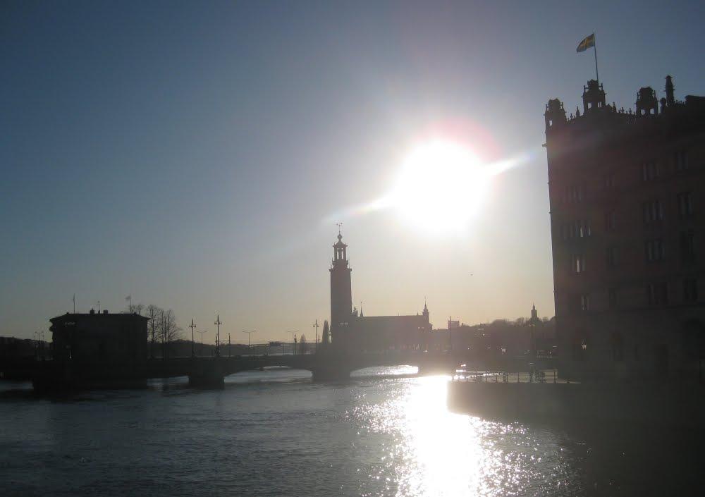 Stockholmer Rathaus im Gegenlicht