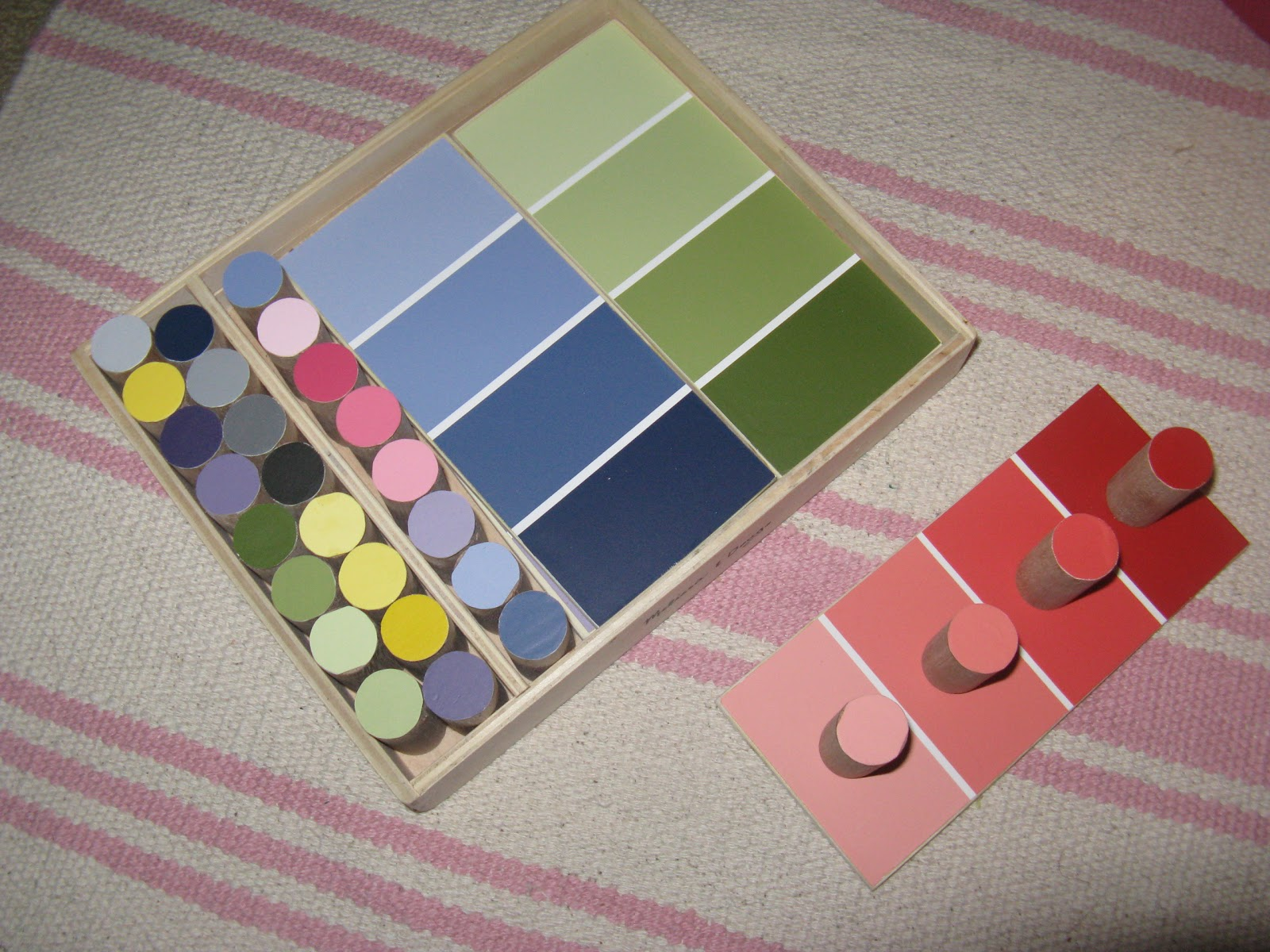 color boxes 1 2 and color matching game making montessori ours. Black Bedroom Furniture Sets. Home Design Ideas