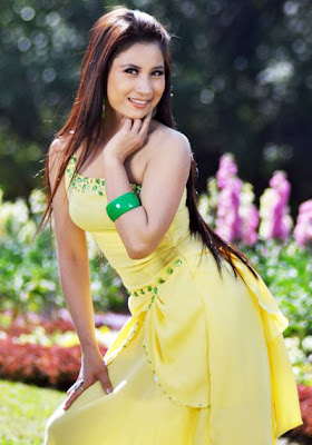 Myanmar Popular Model, Wutt Hmone with Golden Hair and