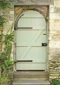 The Top Ten Front Door Paint Colours For Cotswold Stone Houses Farrow and Ball Lichen