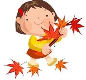 Bambina orientale sorridente con un ramo di foglie secche rosse