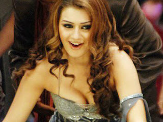 Hansika Says She Is Still 'sweet 16'