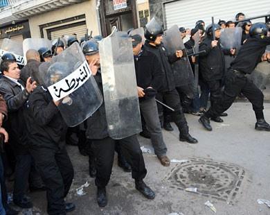 http://4.bp.blogspot.com/_uZTNVdbG1YE/TSMliV2GG6I/AAAAAAAAKjc/EqCqWbuvx7c/s400/police.jpg
