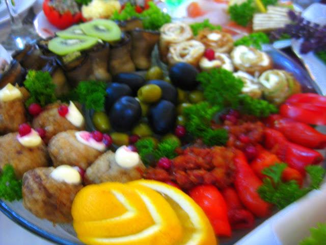 Arthur und Tochter auf großer Fahrt in die Ukraine zu einer Hochzeitsfeier der ganz besonderen Art. Dazu Reisetipps für die Ukraine | Arthurs Tochter kocht von Astrid Paul. Der Blog für Food, Wine, Travel & Love