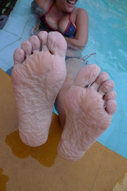 Old woman feet