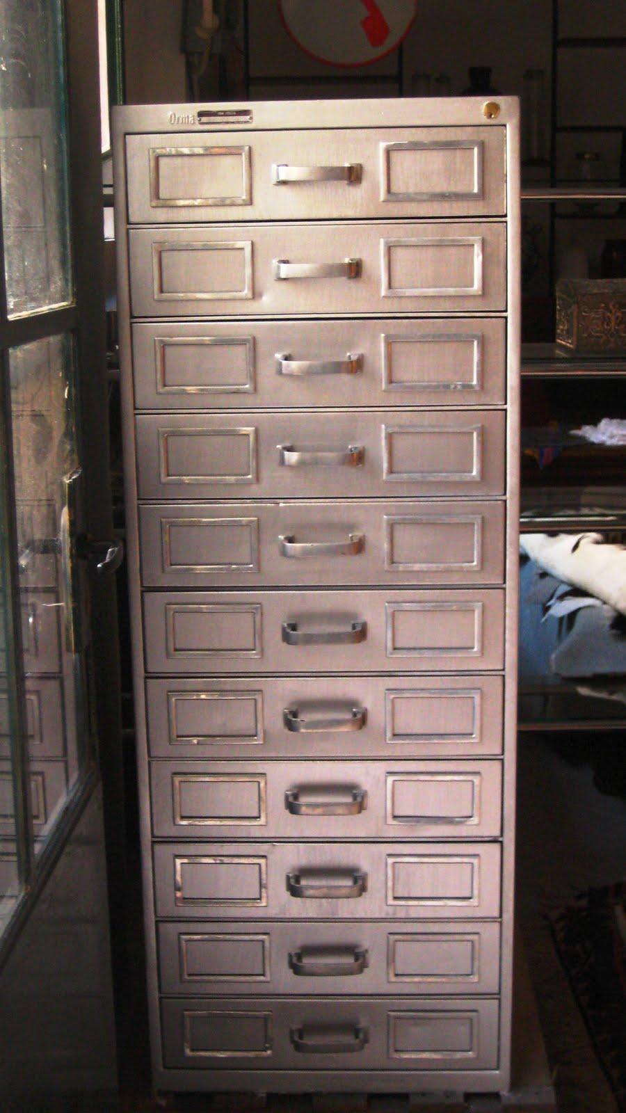 Mobili cassettiera IBM in metallo