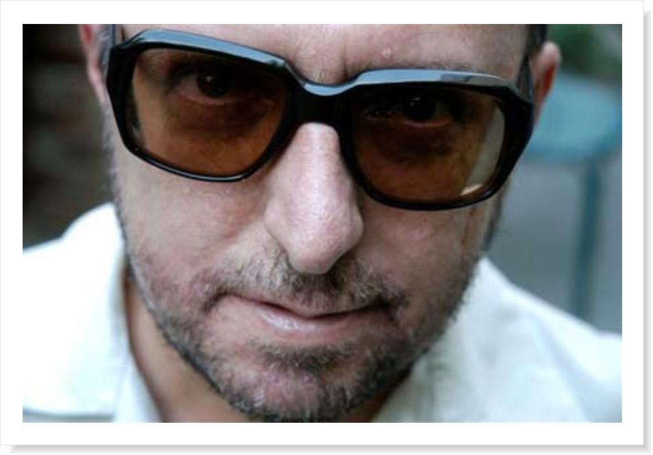 7dd8cdcd5 Jornalista, escritor, roteirista e parceiro musical do Mundo Livre S/A.  Como dar conta de tantas atividades?