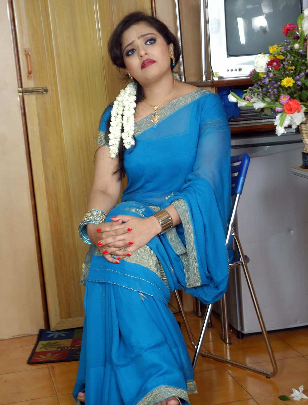 Special For All: Hot Tamil Actress Mumtaz In Blue Saree Photos