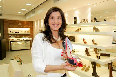 17ce5b9e0 No dia 09 de agosto, a empresária Andréa Rossetti Cintra abriu as portas da  loja de bolsas e sapatos Jorge Bischoff. Andréa, franqueada da marca em  Curitiba ...