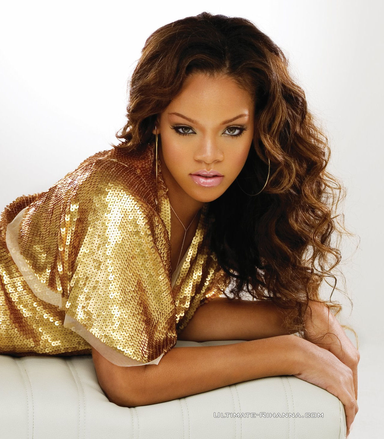 RIHANNA FOREVER: RIHANNA PHOTOS (Music Of The Sun