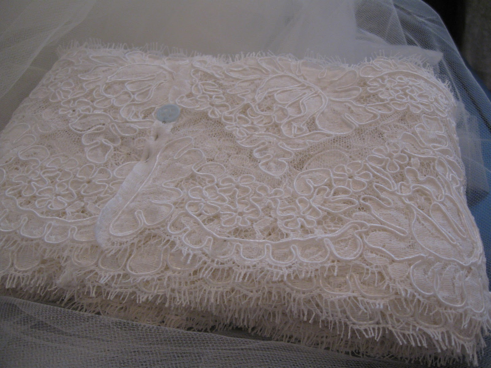 c89b1e4579e8cf After the lace was prepped and all the cutting done