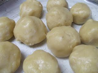 Paleo Buttermilk Biscuits - Rolled into balls