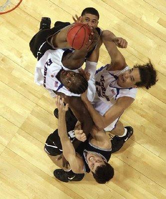 https://i2.wp.com/4.bp.blogspot.com/_vS1lAoXRu_w/R-cWsJGiQRI/AAAAAAAABu8/41Q2lKTcRIo/s400/Funny_Basketball_Photos_1.jpg