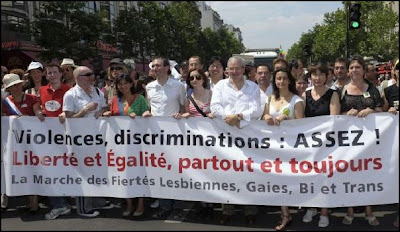 nantes rencontre gay dictionary à Échirolles