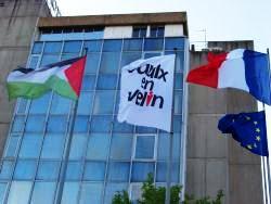 pasidupes a vaulx en velin le drapeau palestinien flotte sur l h tel de ville. Black Bedroom Furniture Sets. Home Design Ideas