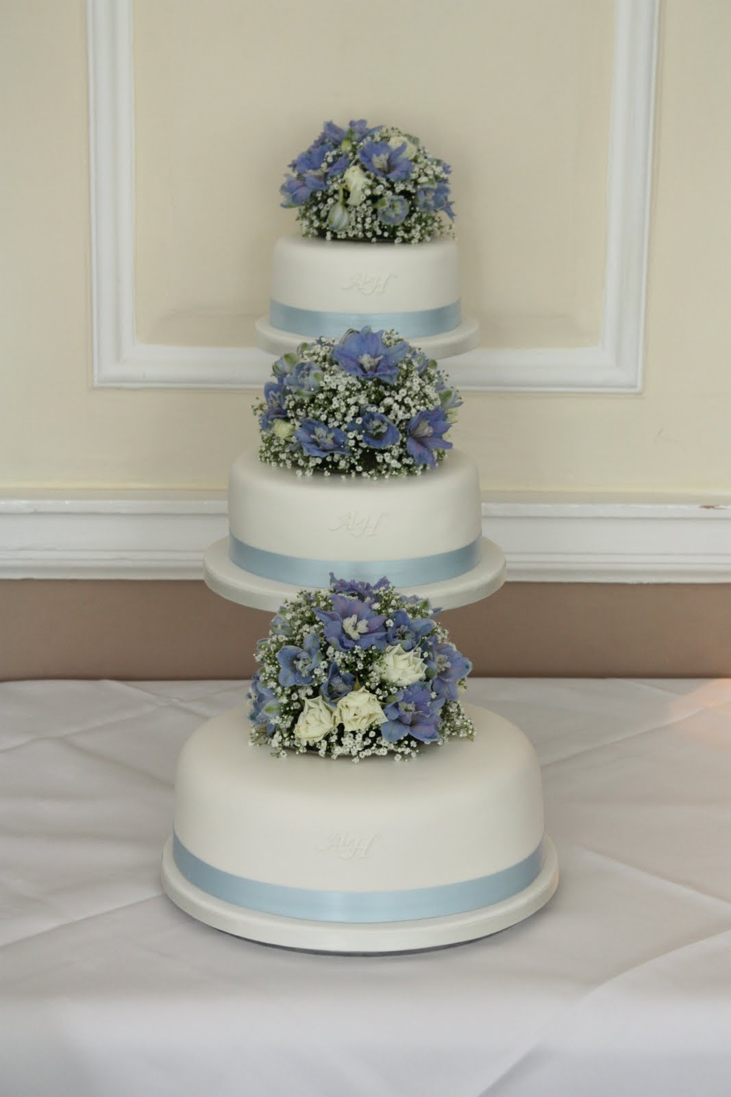 wedding cakes abergavenny tiers amp tiaras blue skies wedding cake 23758