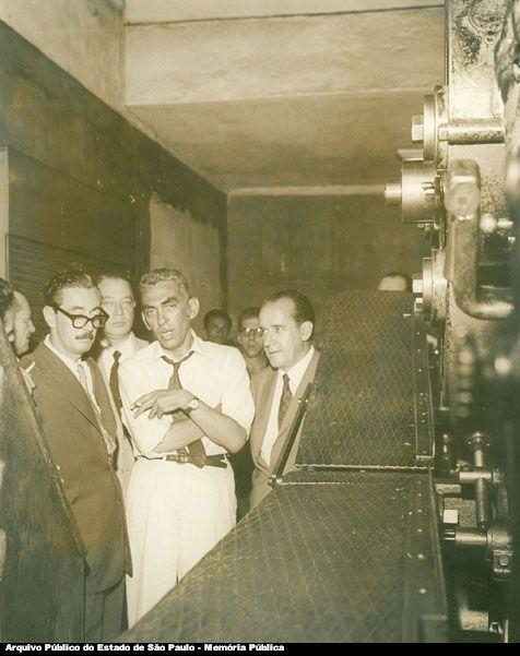 Jânio Quadros com Samuel Wainer na gráfica do jornal Última Hora (1959)