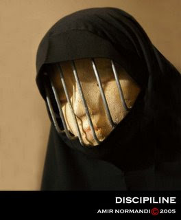 https://4.bp.blogspot.com/_vkAnhL7OH1E/SgFDs57NY7I/AAAAAAAAAq8/CuIsSsSzMVg/s320/burqa.jpg