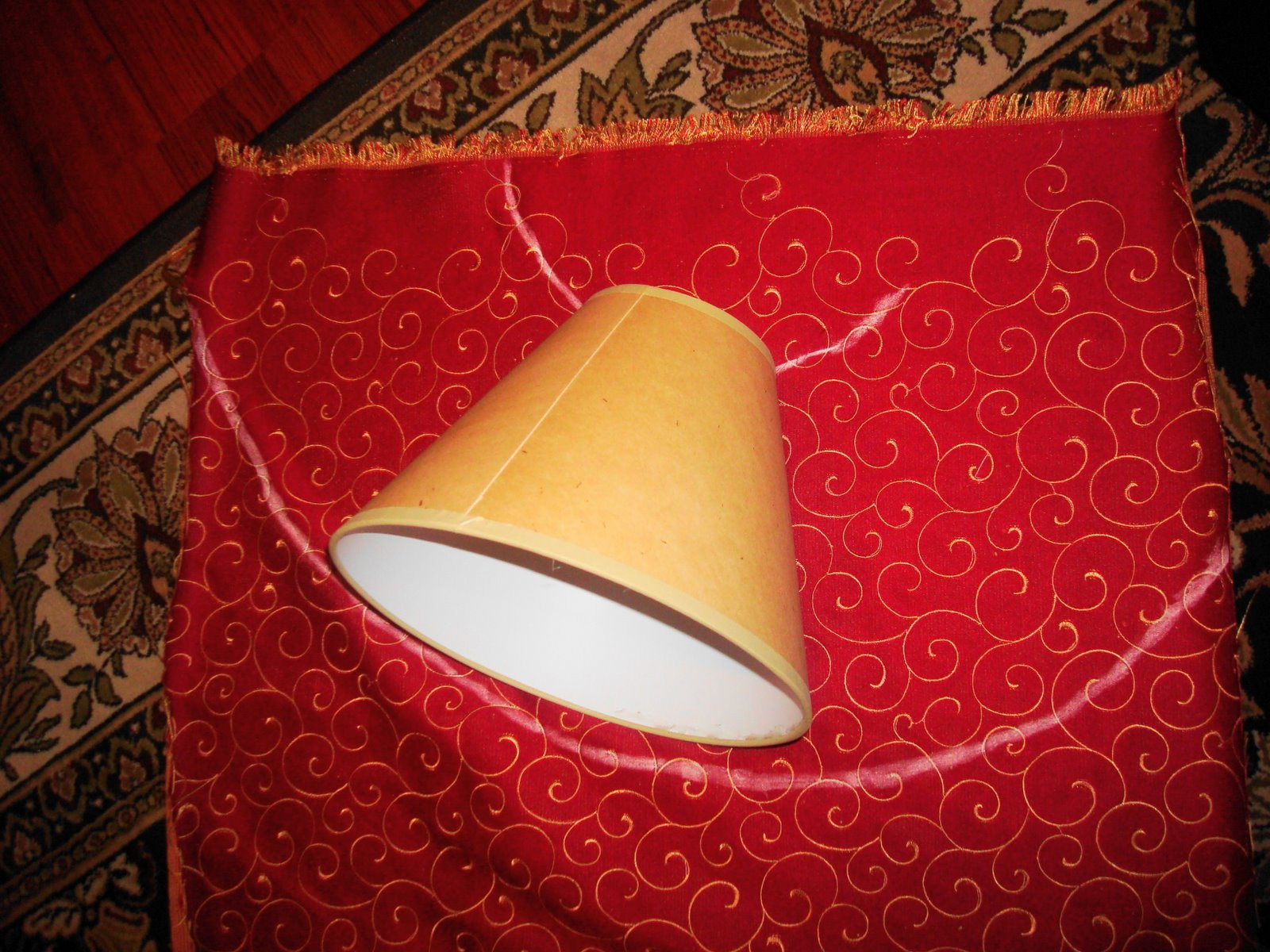 Easy way to cover lampshade