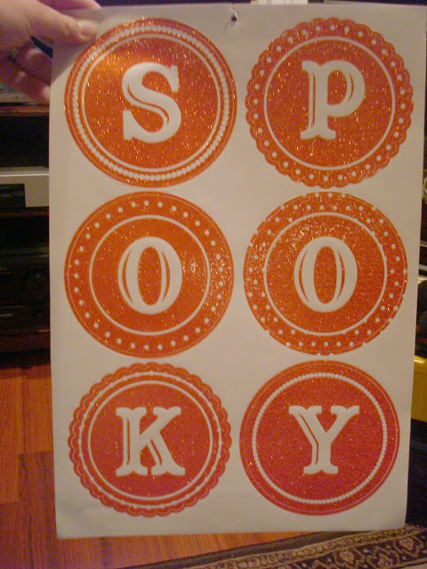 Use stickers for crafty Halloween sign