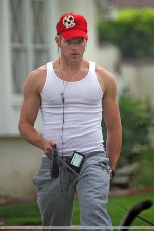 Kellan Lutz (Twilight): In Athletic Shirt | FAMOUS HOT GUYS