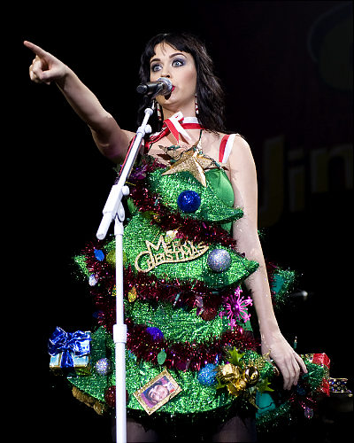 Pre Dressed Christmas Trees: Mighty Lists: 12 People Dressed As Christmas Trees