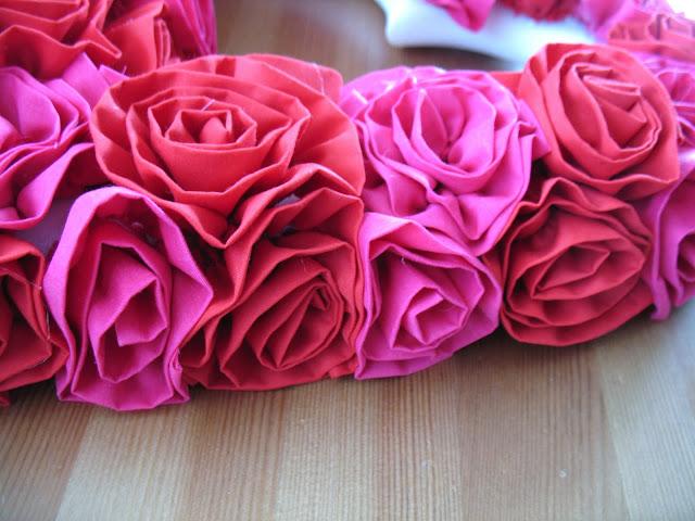 Tutorial: Fabric Flower Valentine Wreath. - Sew Much Ado