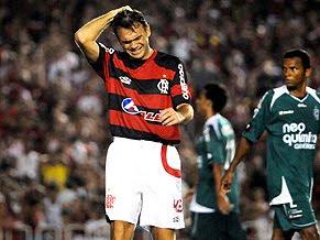 517b82020c O Flamengo perdeu a chance de liderar o Brasileiro. Botafogo e Fluminense  venceram e mantiveram suas chances de escapar do rebaixamento.
