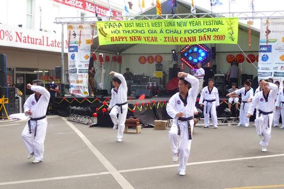 Aquí más de las exhibiciones que les decía aquí unos karatecas