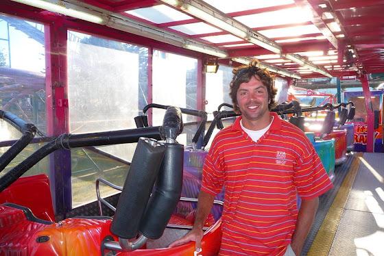 Aquí estoy yo donde subo a la gente para que se vayan a dar una vuelta al Crazy Coaster