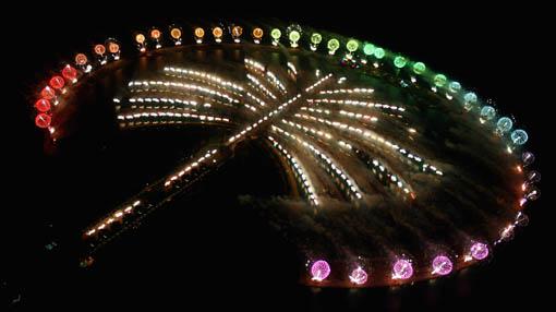 Así se ven las islas artificiales de Dubai durante la noche