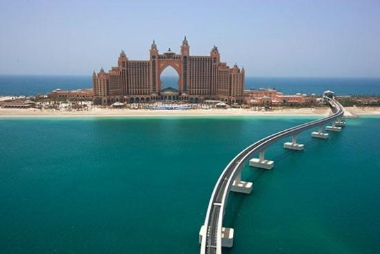 El puente que va hacia el hotel Atlantis de Dubai