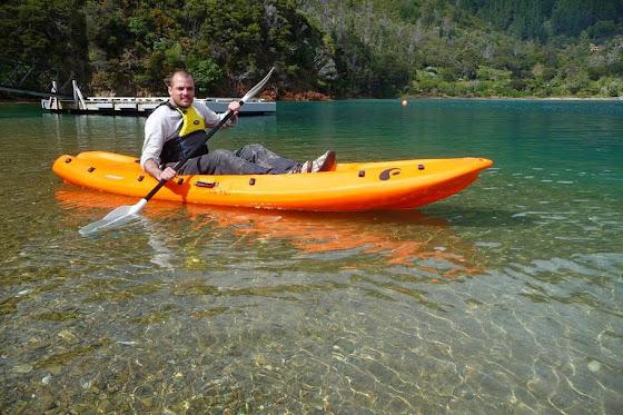 Aquí está Marcos en uno de los Kayak