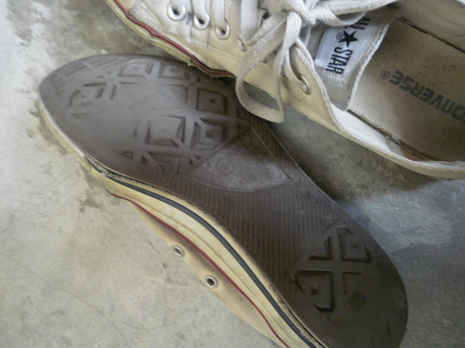 d9ece0cfab1f Should I Get A New Pair of Converse     Wore it for 2 years. From color  white to erm.. dirty white  P  !  CT Specialty OX. Mom said it s really  time to ...
