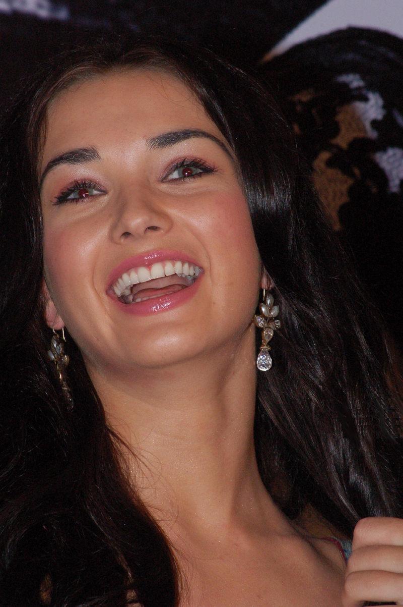 Miss Teen World Amy Jackson in Kollywood Madrasapattinam
