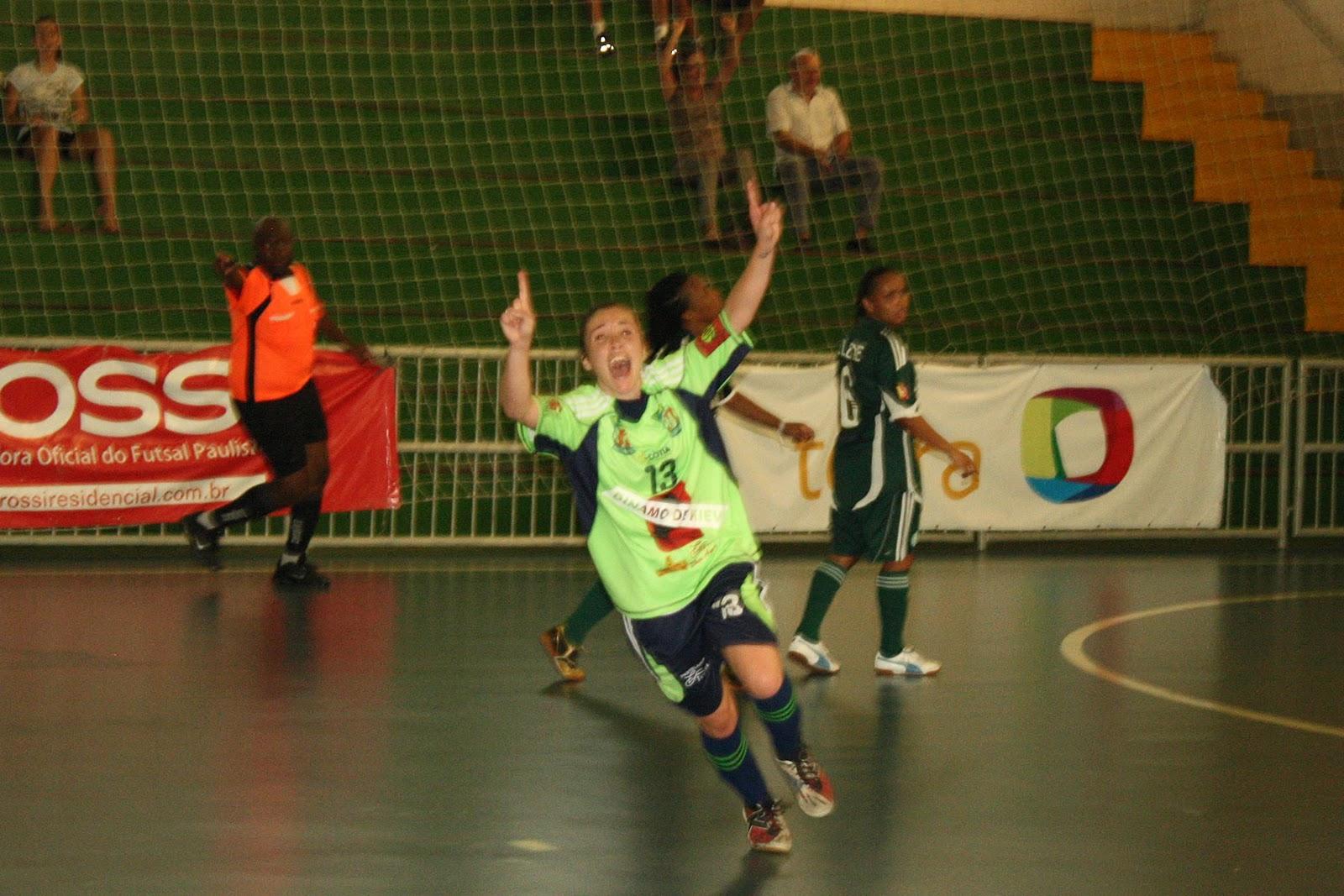 21353001fa76a O ano de 2010 foi inesquecível para a equipe de futsal e futebol feminino  da Kurdana Cotia (SP). Além da conquista de quatro troféus