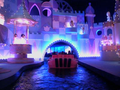 disneyland paris attractions it 39 s a small world. Black Bedroom Furniture Sets. Home Design Ideas