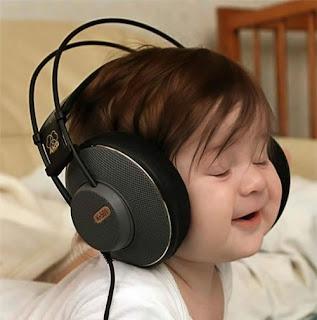 http://4.bp.blogspot.com/_wa50-vPhc9k/SzRYomqP0_I/AAAAAAAAAHI/xOOH41FfF_g/s320/big-headphones-baby.jpg