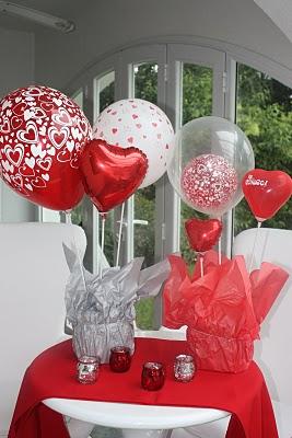 centro de mesa con globos de corazon
