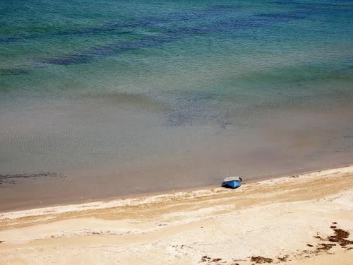 Лодка на берегу Азовского моря