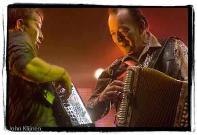 Rowwen Heze live met Flaco Jimenez tijdens het slotconcert in America, 8-11-2008