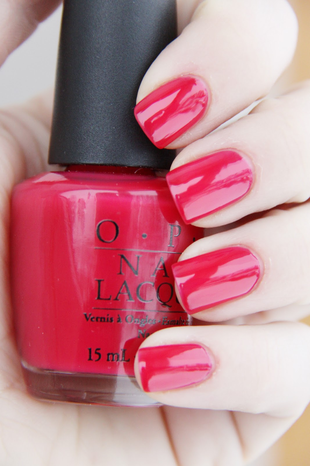 OPI+Too+hot+pink+to+hold+%25C3%25A9m.JPG