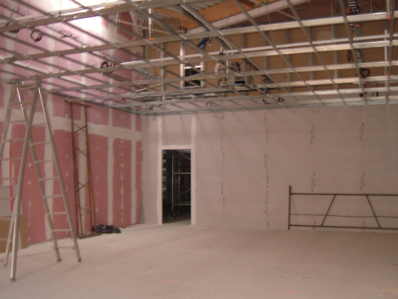 eram cap vert bruz ossature plafond suspendu ba13. Black Bedroom Furniture Sets. Home Design Ideas